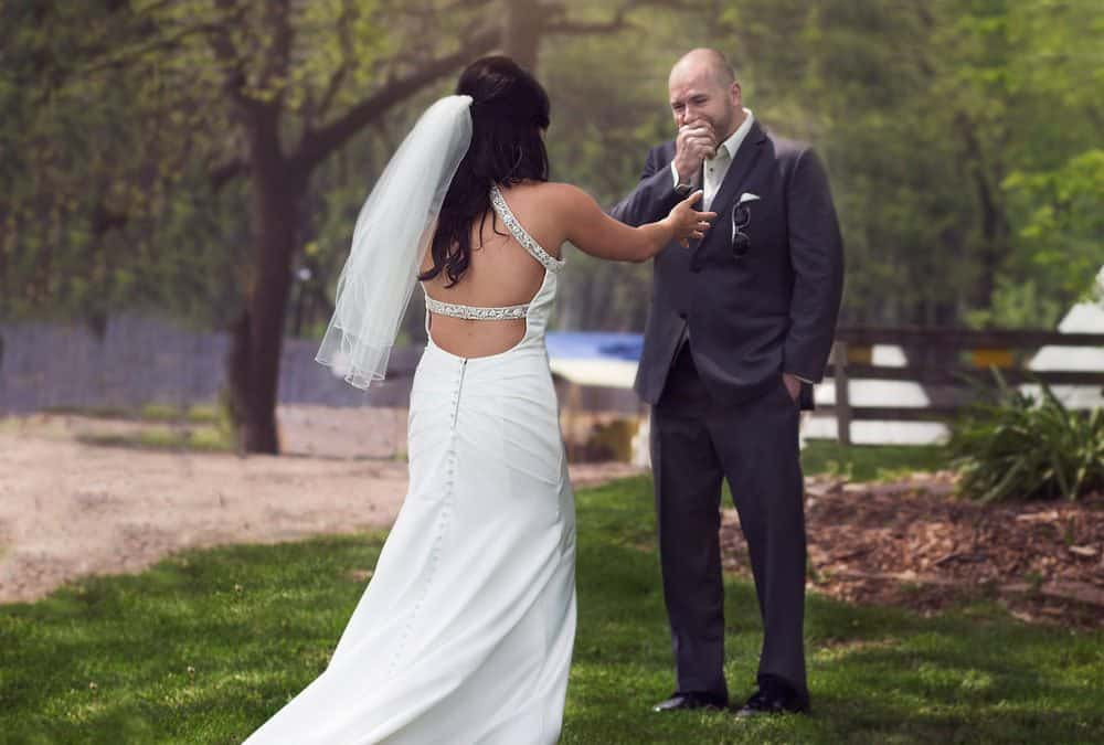 """First Look Wedding Photos: Is it a """"Do"""" or a """"Don't""""?"""